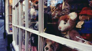 Etalage met teddyberen