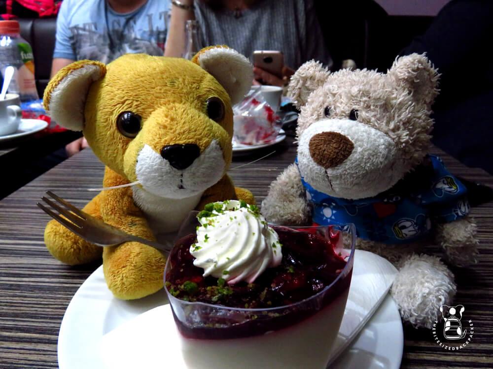 Fluffy shares a dessert with teddy bear Herzi in Düsseldorf