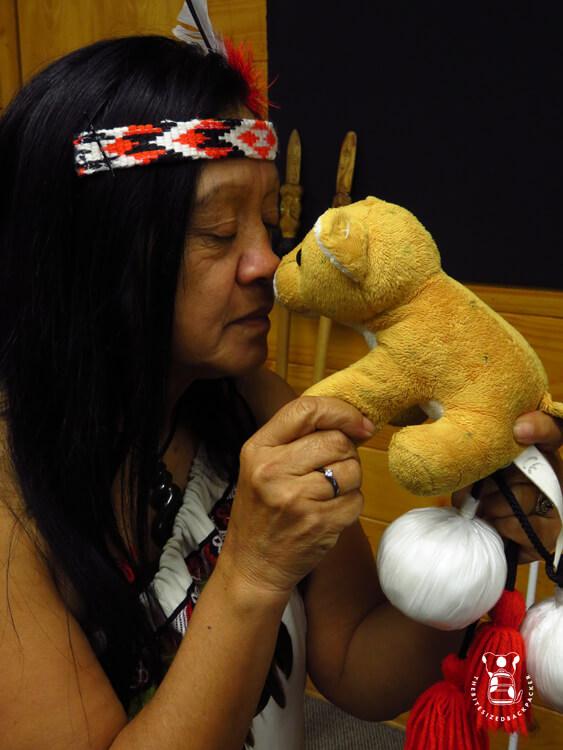 Fluffy using the Maori hongi in Whakarewarewa
