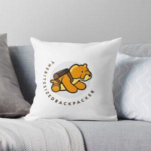 The Bite-Sized Backpacker - Merchandise - Illustration - Kussen 01