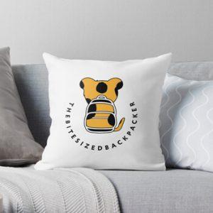 The Bite-Sized Backpacker - Merchandise - Logo Color - Kussen 01