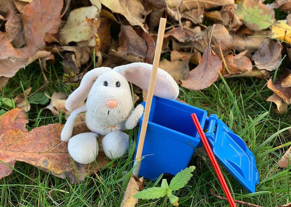 Waikiki Bunny helpt in de tuin