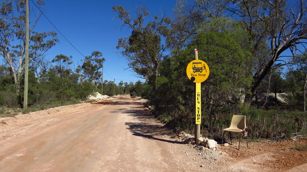 Een 'bushalte' in Lightning Ridge