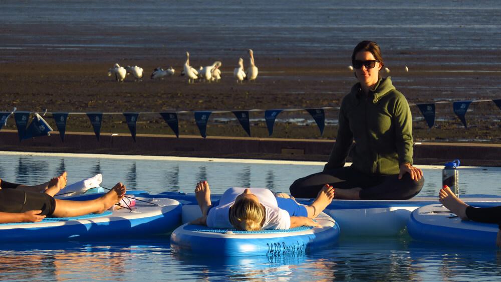 Ochtendmeditatie in de lagune van Esplanade Boardwalk's Lagoon
