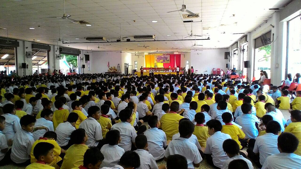 Basisschoolleerlingen op Thammasart University
