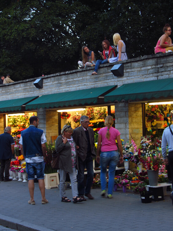 De bloemenmarkt van Tallinn