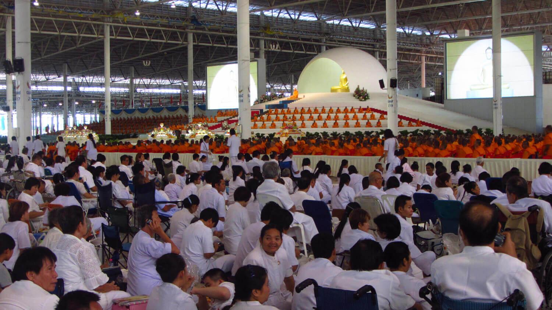 Maandelijkse meditatieceremonie in Wat Phra Dhammakaya