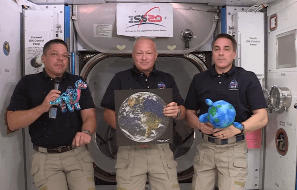 Tremor the dinosaur meets Bob Behnken, Doug Hurley, Chris Cassidy and Buddy the Little Earth at ISS